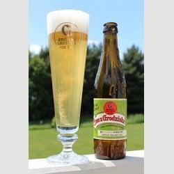 Opening-PiwoGrod-glass-bottle.jpg